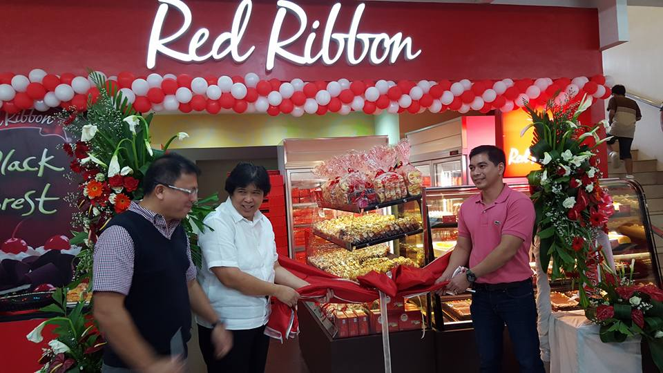 Mayor Lina Montilla unveiling Red Ribbon's red ribbon with the owner at Fitmart mall Tacurong
